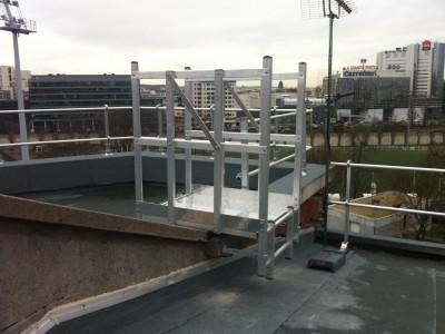 Passerelle d'accès sécurisé sur toiture