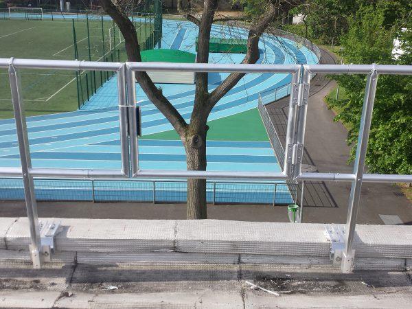 Garde-corps sur toit-terrasse avec ouverture