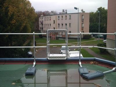 Ouverture sécurisé pour accéder à un toit