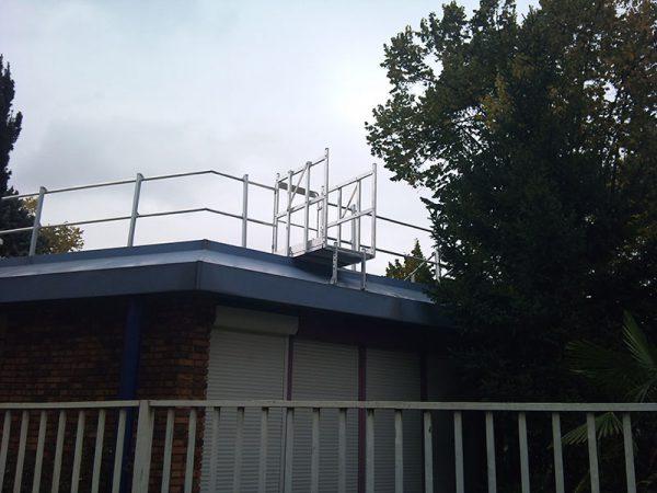 Palier d'accès sécurisé à un toit