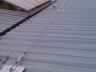 Ligne de vie avec points d'ancrage sur toiture