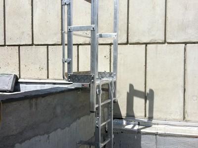 Échelle d'accès à une toiture