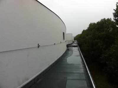 Ligne de vie sécurisant un toit-terrasse