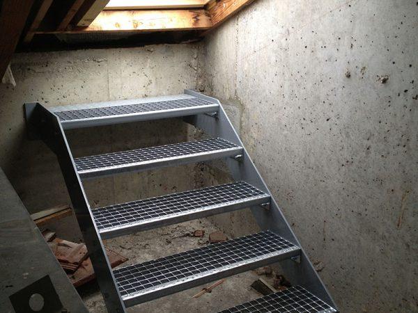 Escalier d'accès pour toiture