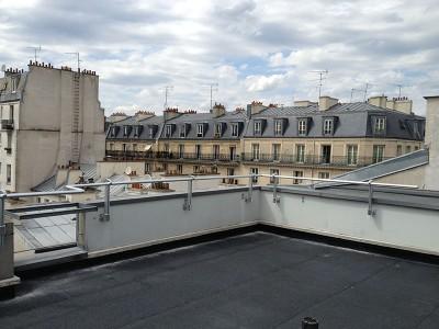 Installation de garde-corps sur une toiture