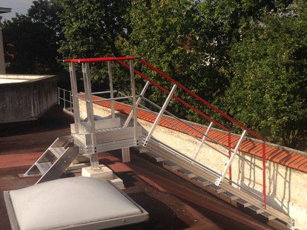 Passerelle d'accès pour toiture