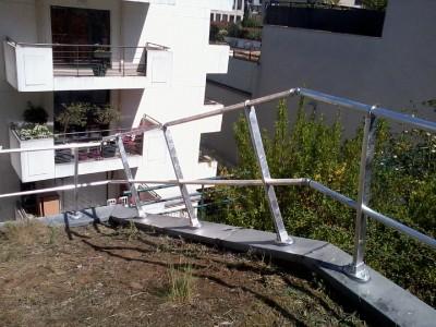Installation d'un garde-corps sur toiture